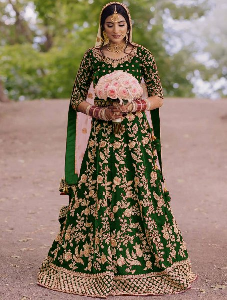 Hunter Green Velvet Embroidered Wedding Lawn Kameez